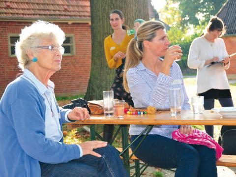 Visual - Freiwillige Großfamilie